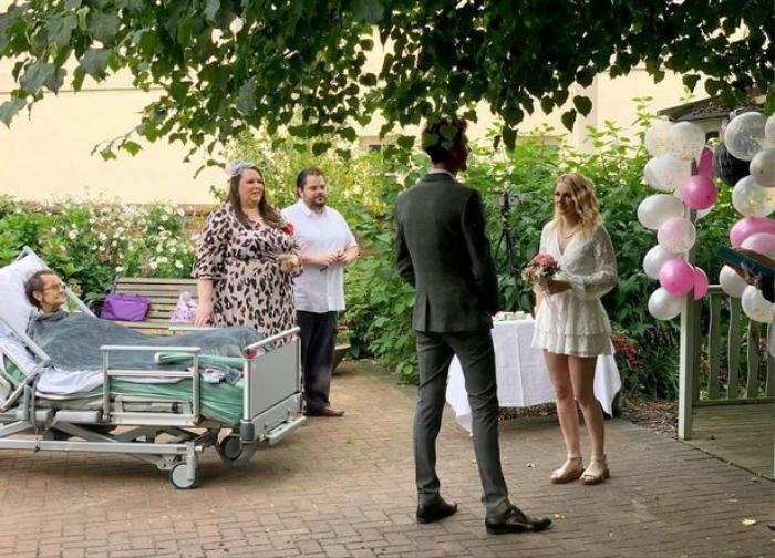Cặp đôi tổ chức đám cưới trong nhà an dưỡng vì lý do xúc động Ảnh 2
