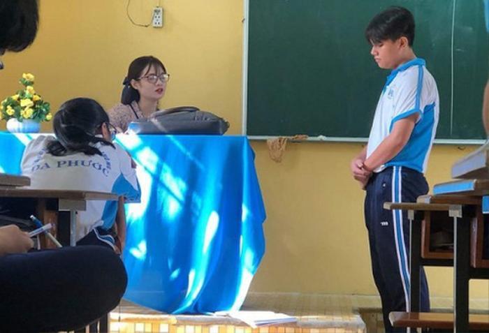 Bức ảnh chụp lén cô giáo được cư dân mạng chia sẻ 'rần rần', biểu cảm cực đáng yêu càng khiến nhiều người 'rụng tim' Ảnh 5