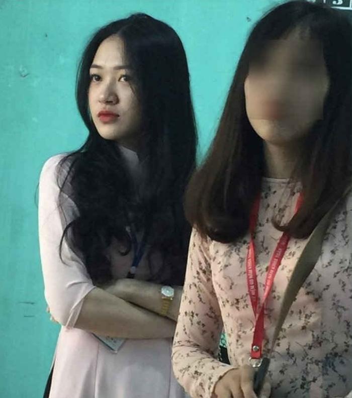 Bức ảnh chụp lén cô giáo được cư dân mạng chia sẻ 'rần rần', biểu cảm cực đáng yêu càng khiến nhiều người 'rụng tim' Ảnh 7