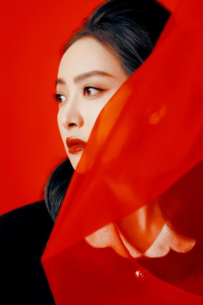 Được 'song đề cử' Kim Ưng 2020, Triệu Lệ Dĩnh chễm chệ dẫn đầu trên hotsearch Weibo Ảnh 3