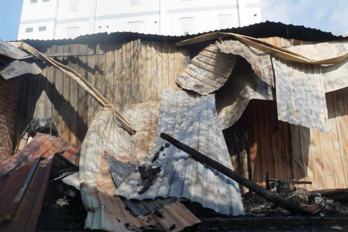 Sau tiếng nổ lớn, hơn 10 căn nhà trọ ở TP.HCM bốc cháy ngùn ngụt Ảnh 2