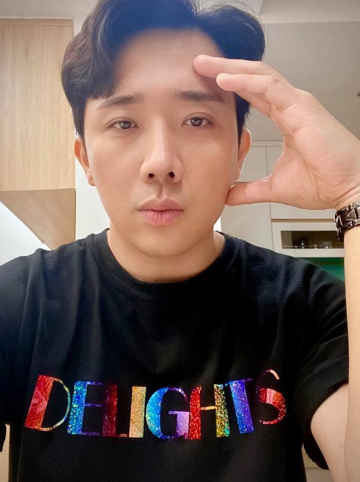 Trấn Thành đăng ảnh sang chảnh, cư dân mạng hỏi vội mặc áo Hari Won có phải không Ảnh 2