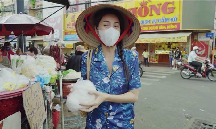 Đi chợ thôi cũng gây chú ý, Ngọc Trinh như lên sàn diễn, Nhã Phương nổi nhất chợ Ảnh 7