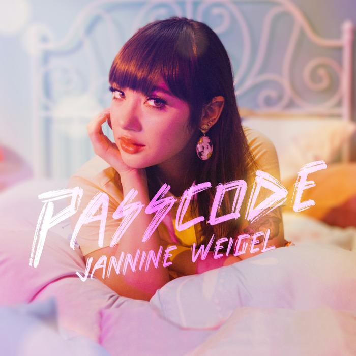 'Bông hồng lai' Jannine Weigel kết hợp với người từng làm nhạc cho Ariana Grande, Chris Brown,... sẵn sàng trở lại đầy mê hoặc