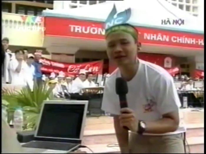 Trước 'giờ G' chung kết Olympia năm thứ 20, BTV Quang Minh bồi hồi chia sẻ lại loạt ảnh các điểm cầu truyền hình cách đây 15 năm Ảnh 3