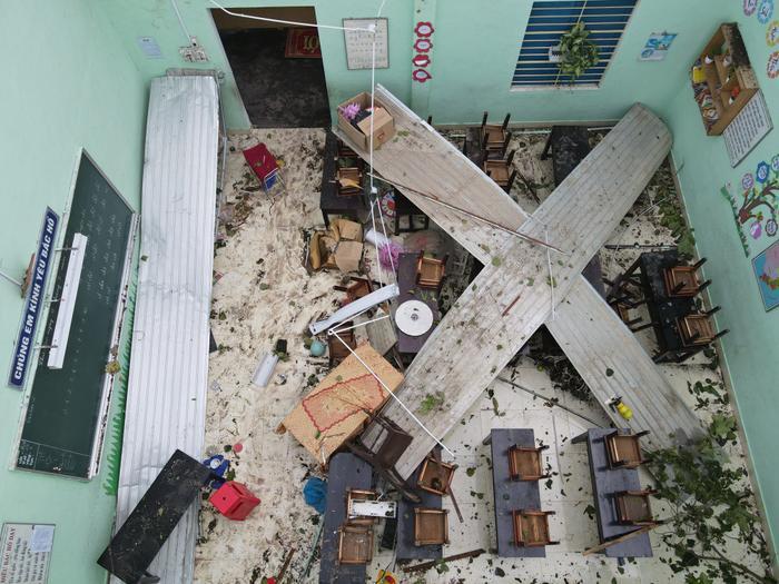 Bão số 5 làm tốc mái trường Tiểu học ở Huế, nhiều thiết bị thiệt hại nặng nề Ảnh 3