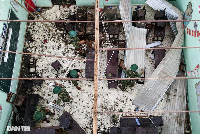Bão số 5 làm tốc mái trường Tiểu học ở Huế, nhiều thiết bị thiệt hại nặng nề Ảnh 4