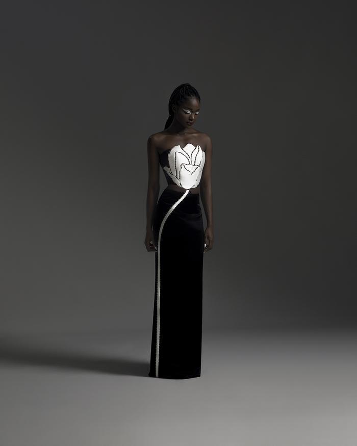 Rác thải 'hồi sinh' trong BST của NTK Trần Hùng tại London Fashion Week 2021 Ảnh 4