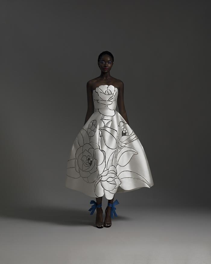 Rác thải 'hồi sinh' trong BST của NTK Trần Hùng tại London Fashion Week 2021 Ảnh 5