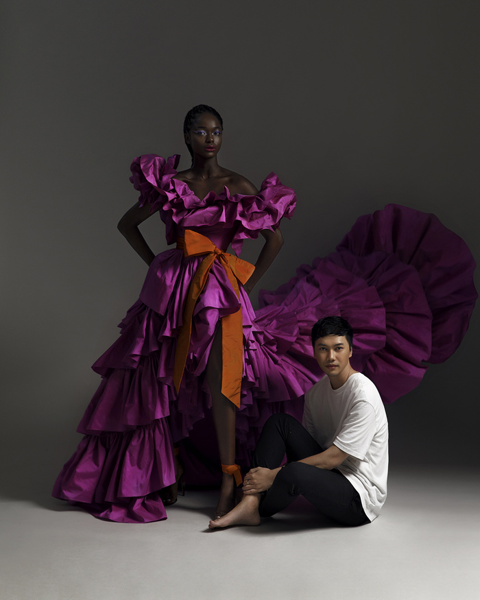 Rác thải 'hồi sinh' trong BST của NTK Trần Hùng tại London Fashion Week 2021 Ảnh 9