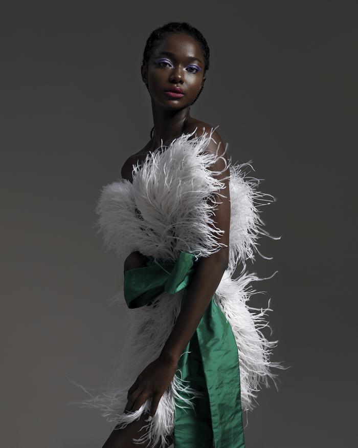 Rác thải 'hồi sinh' trong BST của NTK Trần Hùng tại London Fashion Week 2021 Ảnh 10