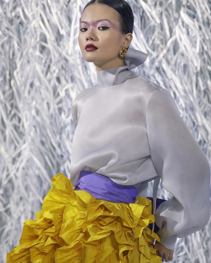 Rác thải 'hồi sinh' trong BST của NTK Trần Hùng tại London Fashion Week 2021 Ảnh 18