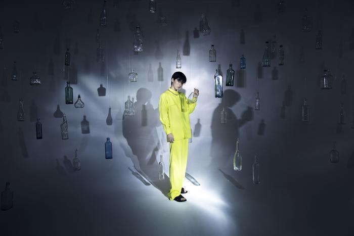 Rác thải 'hồi sinh' trong BST của NTK Trần Hùng tại London Fashion Week 2021 Ảnh 20