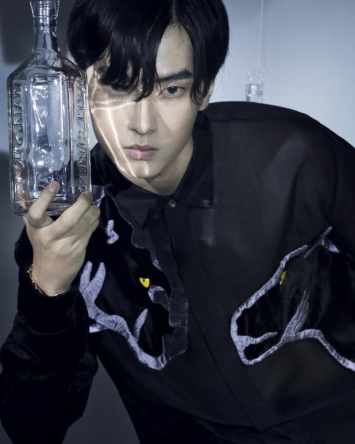 Rác thải 'hồi sinh' trong BST của NTK Trần Hùng tại London Fashion Week 2021 Ảnh 25