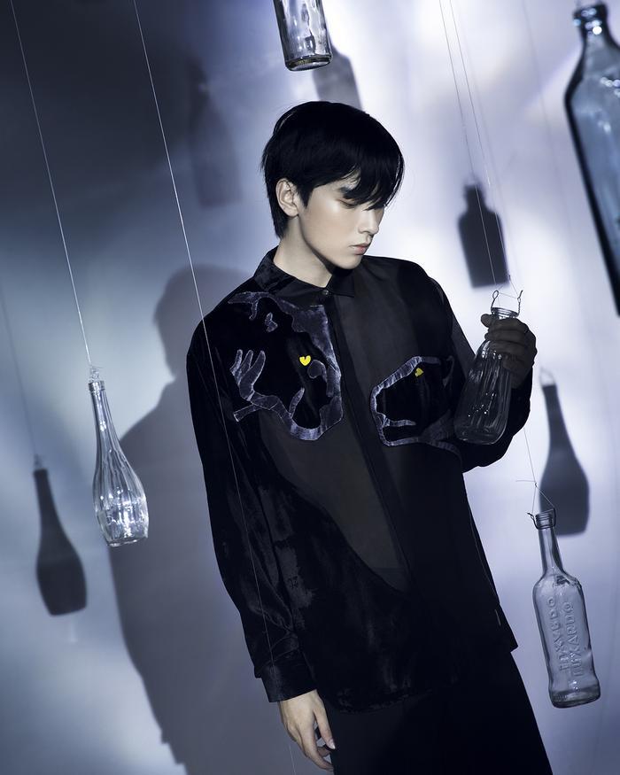 Rác thải 'hồi sinh' trong BST của NTK Trần Hùng tại London Fashion Week 2021 Ảnh 26