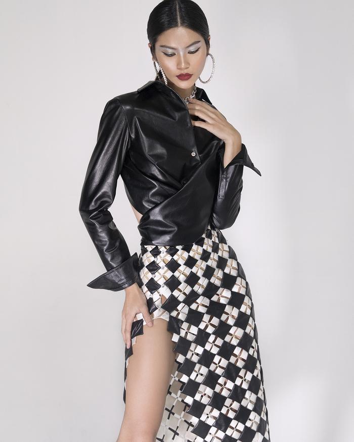 Rác thải 'hồi sinh' trong BST của NTK Trần Hùng tại London Fashion Week 2021 Ảnh 29