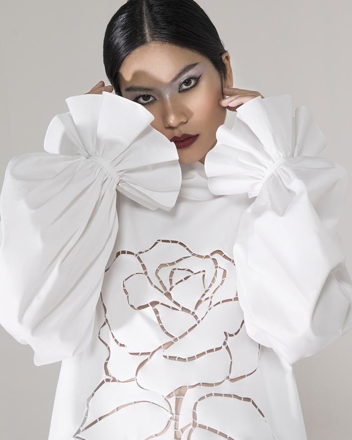 Rác thải 'hồi sinh' trong BST của NTK Trần Hùng tại London Fashion Week 2021 Ảnh 34
