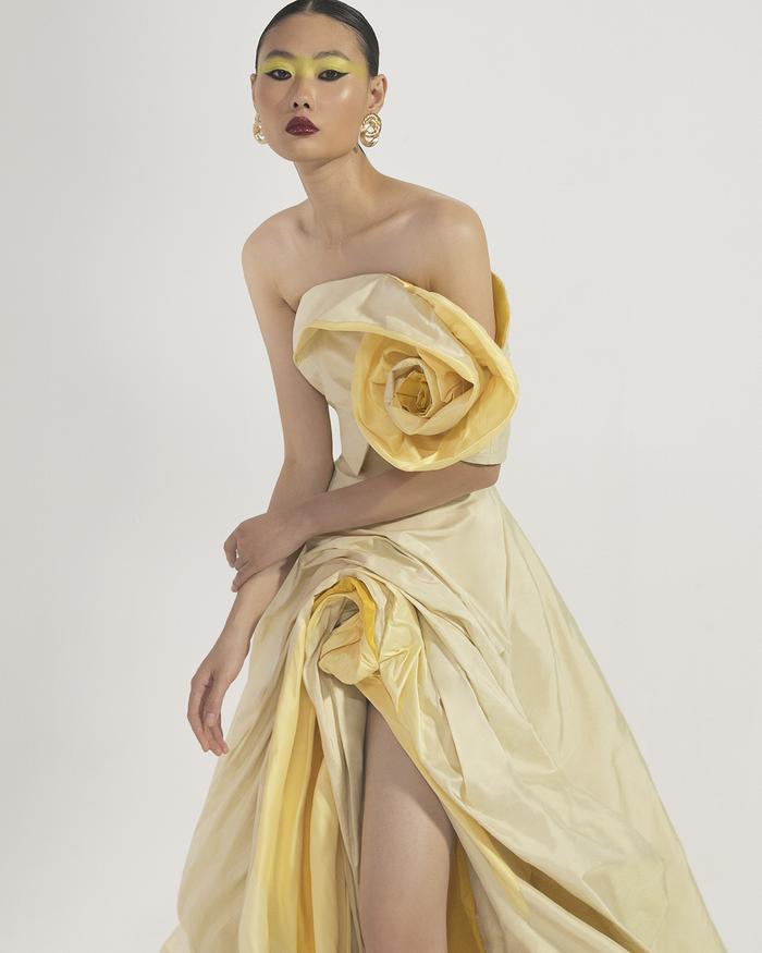 Rác thải 'hồi sinh' trong BST của NTK Trần Hùng tại London Fashion Week 2021 Ảnh 35