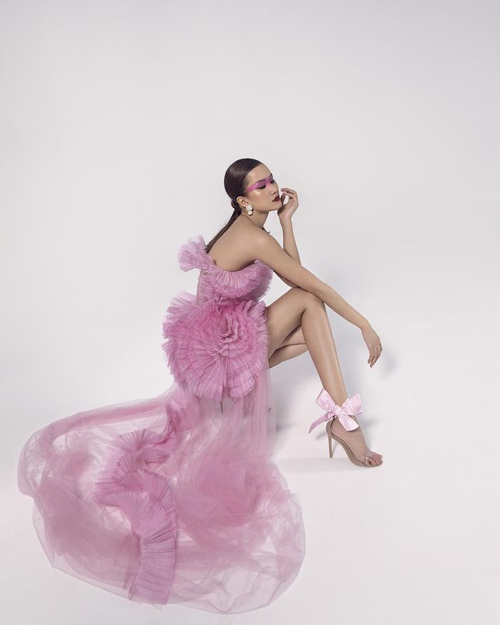 Rác thải 'hồi sinh' trong BST của NTK Trần Hùng tại London Fashion Week 2021 Ảnh 41
