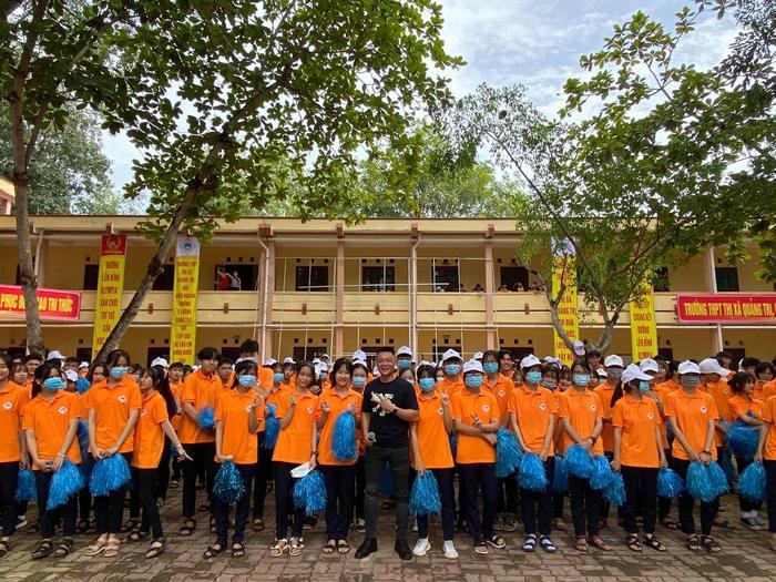 BTV Quang Minh hào hứng 'check-in' điểm cầu Quảng Trị, sẵn sàng cho trận chung kết Đường lên đỉnh Olympia năm thứ 20 Ảnh 2
