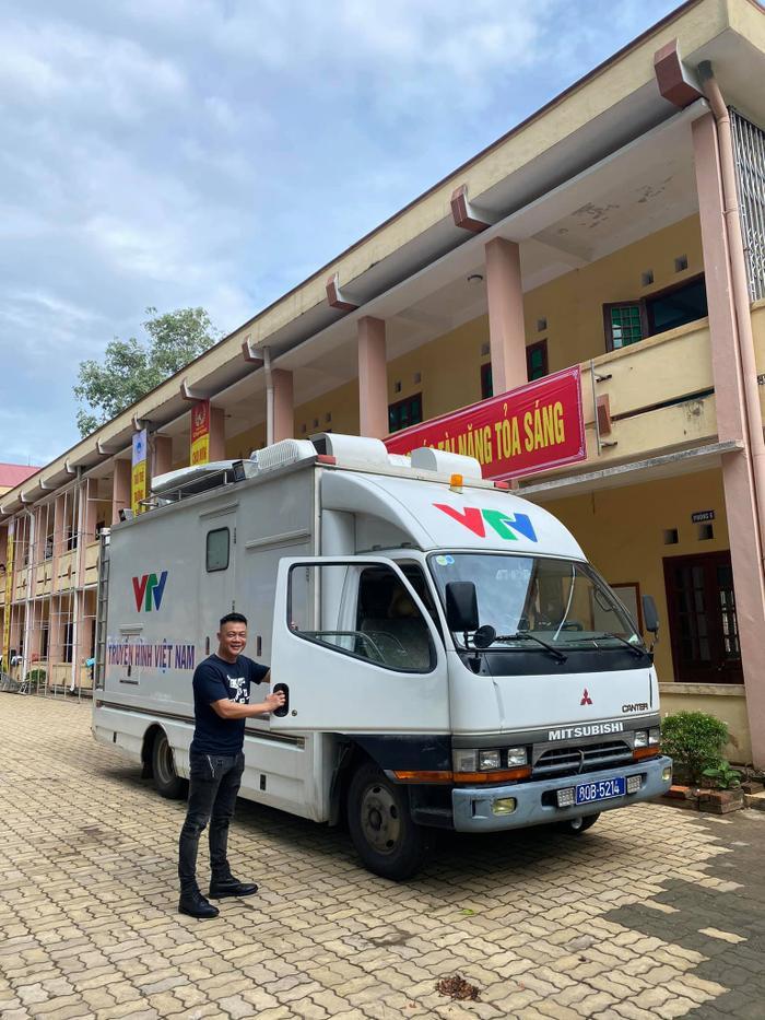 BTV Quang Minh hào hứng 'check-in' điểm cầu Quảng Trị, sẵn sàng cho trận chung kết Đường lên đỉnh Olympia năm thứ 20 Ảnh 1