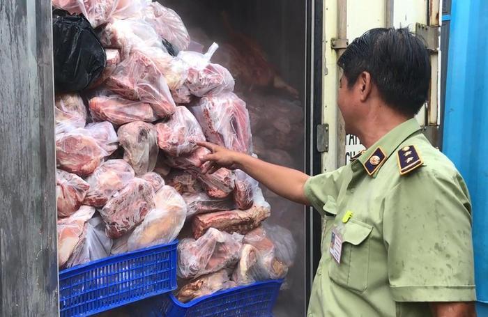 Phát hiện gần 1 tấn thịt lợn mắc dịch tả châu Phi đang trên đường đưa đi tiêu thụ Ảnh 1