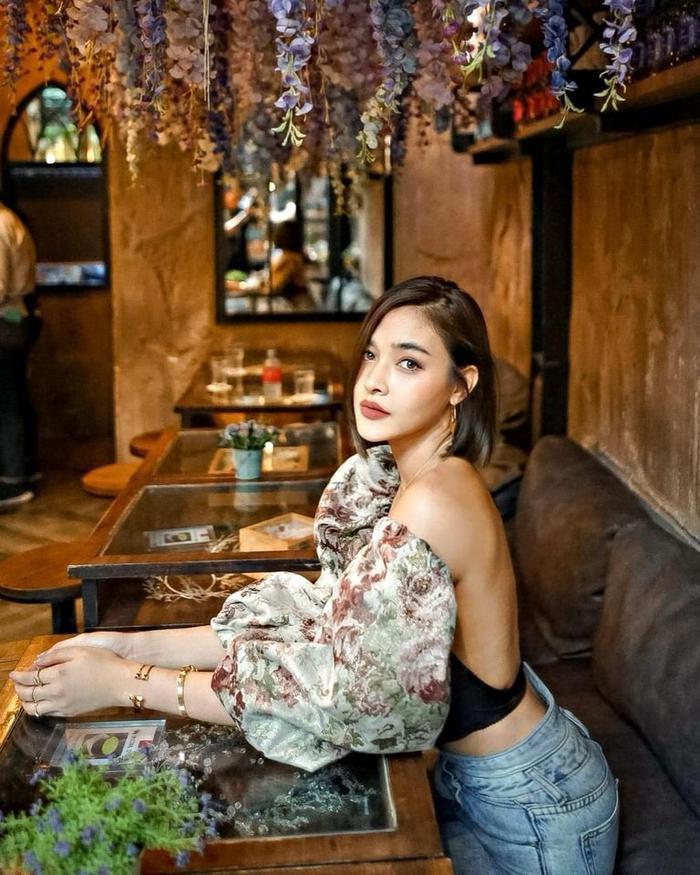 'Ley Luang' 2021: Cặp bách hợp 'mẹ chồng - nàng dâu' tái ngộ, Jes Jespipat lần đầu hợp tác cùng Hoa hậu hoàn vũ Thái Lan Pooklook Fonthip Ảnh 6