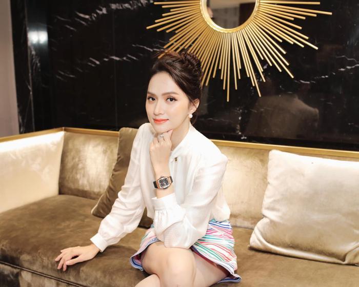 Khánh Vân biến hóa linh hoạt từ nàng công chúa nhẹ nhàng, tinh khôi trở thành nữ hoàng quyền lực Ảnh 10