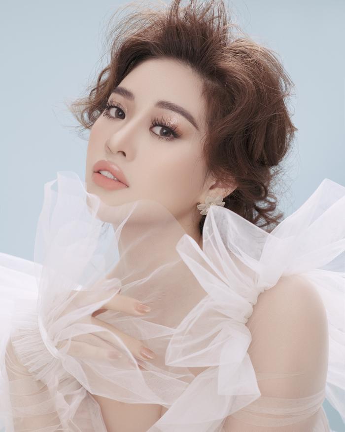 Khánh Vân biến hóa linh hoạt từ nàng công chúa nhẹ nhàng, tinh khôi trở thành nữ hoàng quyền lực Ảnh 1