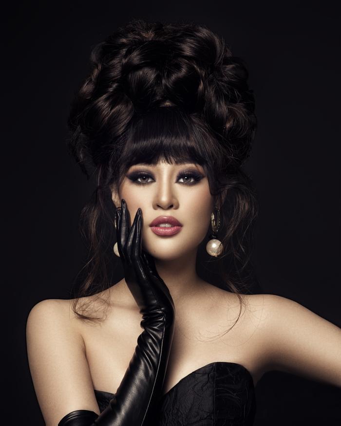 Khánh Vân biến hóa linh hoạt từ nàng công chúa nhẹ nhàng, tinh khôi trở thành nữ hoàng quyền lực Ảnh 6