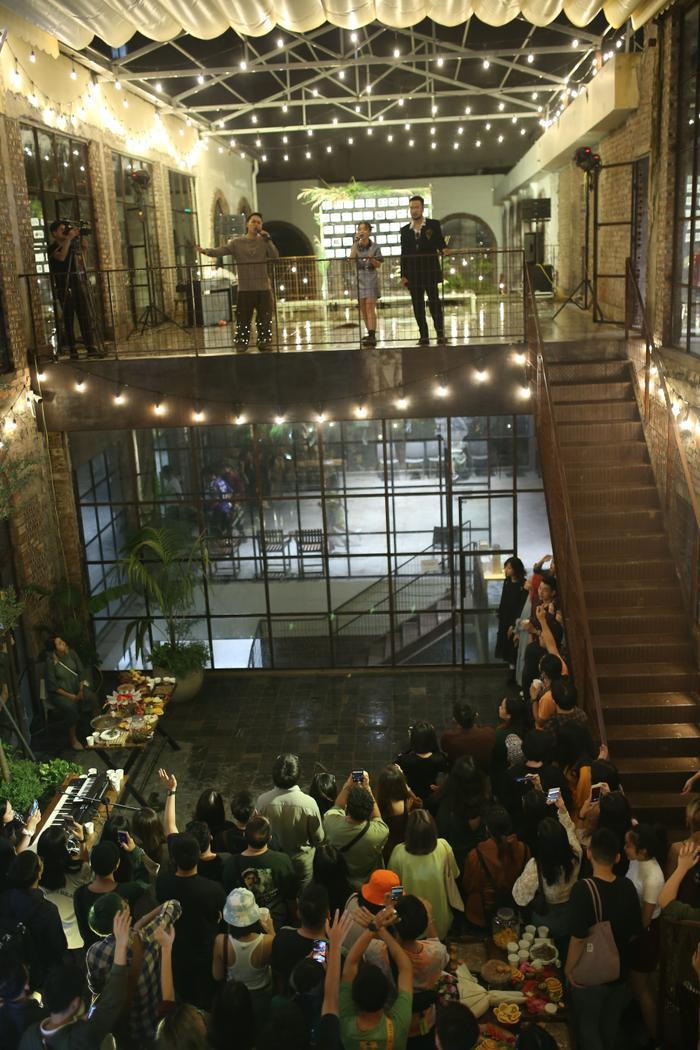 Lộn Xộn xúc động trong ngày kỷ niệm 4 năm thành lập nhóm: Nghẹn ngào sân khấu trong mưa Ảnh 2