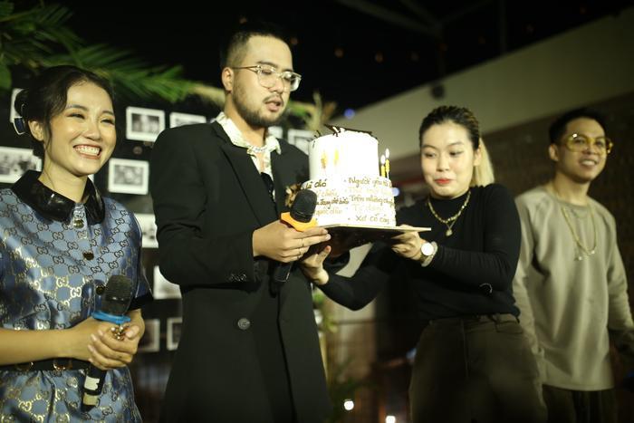 Lộn Xộn xúc động trong ngày kỷ niệm 4 năm thành lập nhóm: Nghẹn ngào sân khấu trong mưa Ảnh 7