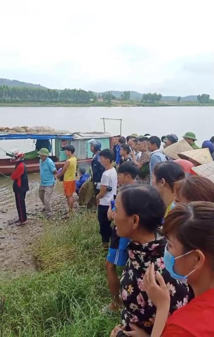 Vụ tài xế xe tải dũng cảm lao xuống sông cứu người phụ nữ, cả hai tử vong thương tâm: Tài xế là người hiền lành, tu chí làm ăn Ảnh 2