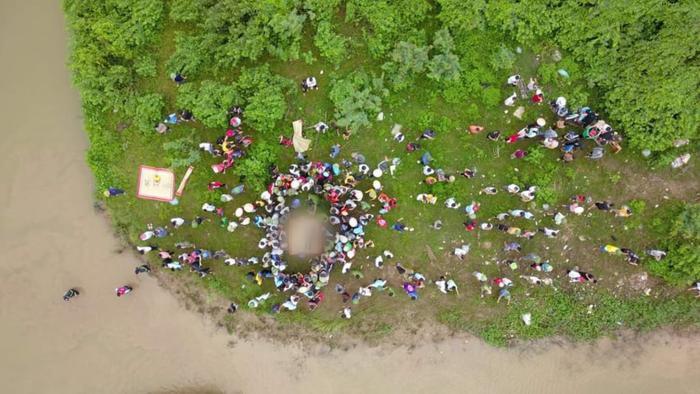 Vụ tài xế xe tải dũng cảm lao xuống sông cứu người phụ nữ, cả hai tử vong thương tâm: Tài xế là người hiền lành, tu chí làm ăn Ảnh 3