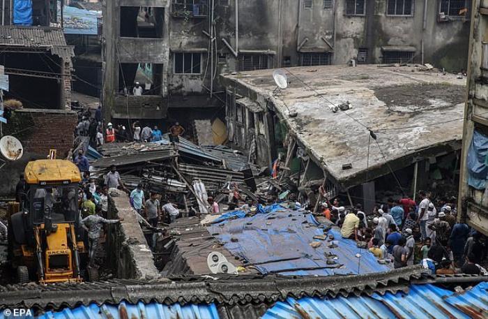 Tan hoang hiện trường sập chung cư 3 tầng ở Ấn Độ khiến ít nhất 10 người chết Ảnh 4