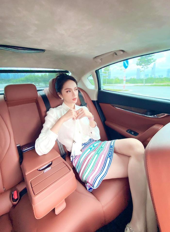 Thuộc hai thế hệ nhan sắc khác nhau, Mai Phương Thúy - Lương Thuỳ Linh vẫn cùng dẫn đầu Top sao đẹp tuần qua Ảnh 10