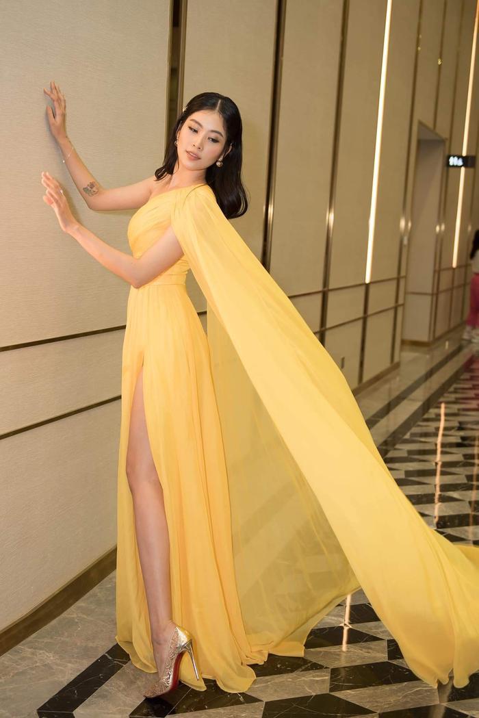 Thuộc hai thế hệ nhan sắc khác nhau, Mai Phương Thúy - Lương Thuỳ Linh vẫn cùng dẫn đầu Top sao đẹp tuần qua Ảnh 12