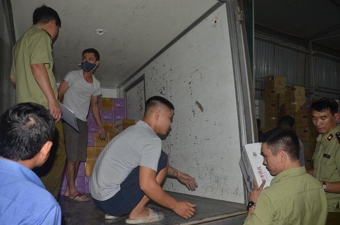 Thu giữ 10 nghìn chai sữa chua lậu từ Trung Quốc chờ tiêu thụ tại Hà Nội Ảnh 3