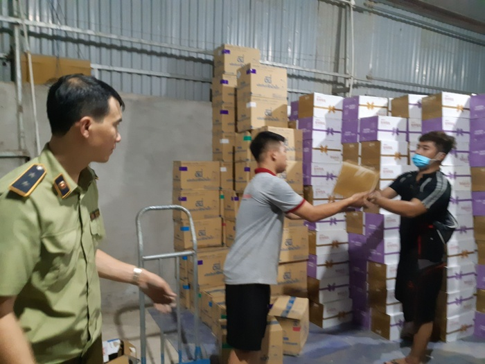 Thu giữ 10 nghìn chai sữa chua lậu từ Trung Quốc chờ tiêu thụ tại Hà Nội Ảnh 4