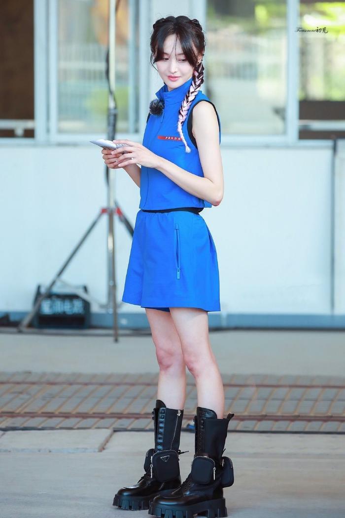 Trịnh Sảng tái xuất với phong cách quý cô kiêu kì tại show thời trang nhà mốt Ý Ảnh 8