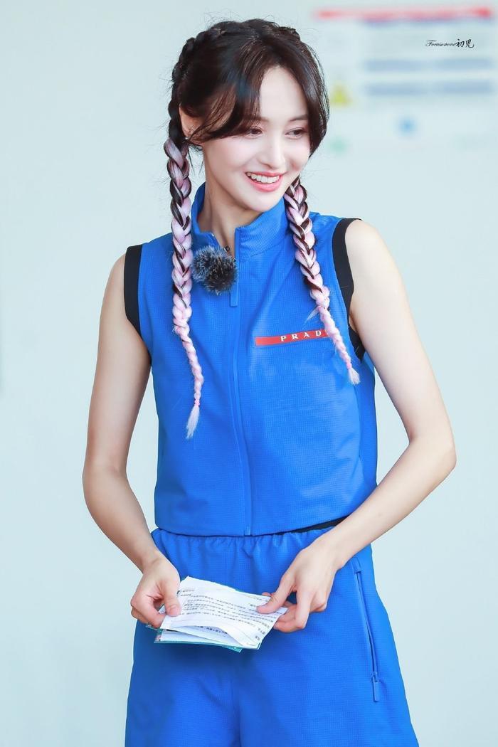 Trịnh Sảng tái xuất với phong cách quý cô kiêu kì tại show thời trang nhà mốt Ý Ảnh 7