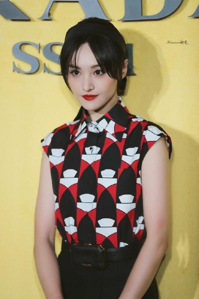 Trịnh Sảng tái xuất với phong cách quý cô kiêu kì tại show thời trang nhà mốt Ý Ảnh 5