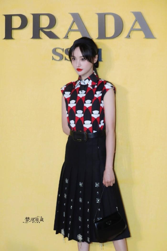 Trịnh Sảng tái xuất với phong cách quý cô kiêu kì tại show thời trang nhà mốt Ý Ảnh 2