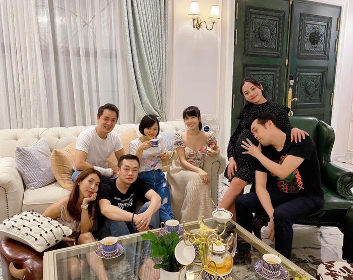 Sara Lưu vác bụng bầy song thai ở những tháng cuối cùng ông xã hội ngộ gia đình Đăng Khôi Ảnh 3