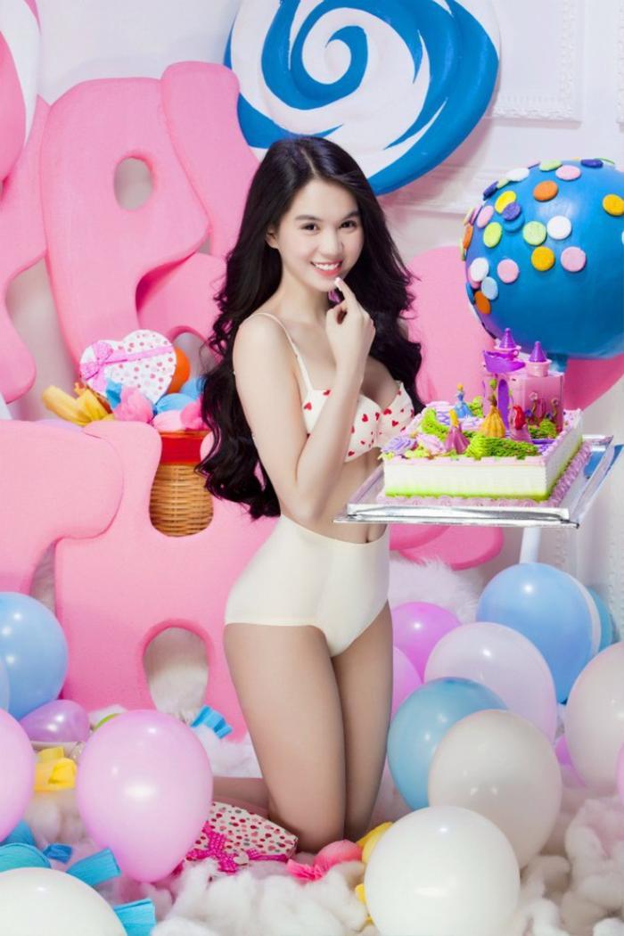 Tuyển tập bikini mừng sinh nhật, valentine gây xôn xao mạng xã hội của Ngọc Trinh Ảnh 10