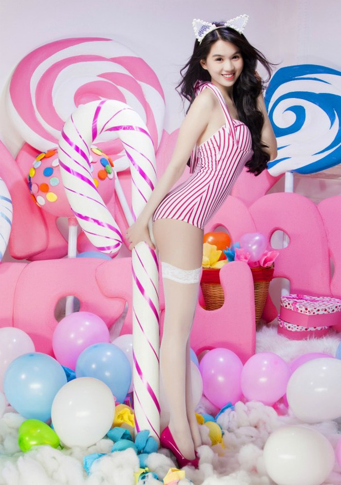 Tuyển tập bikini mừng sinh nhật, valentine gây xôn xao mạng xã hội của Ngọc Trinh Ảnh 11
