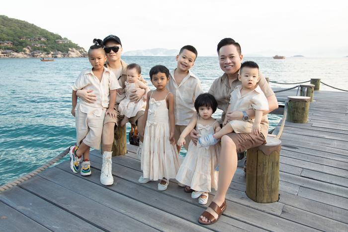 Gia đình NTK Đỗ Mạnh Cường ăn diện đồng điệu, tổ chức sinh nhật cho con gái trên bãi biển Ảnh 3