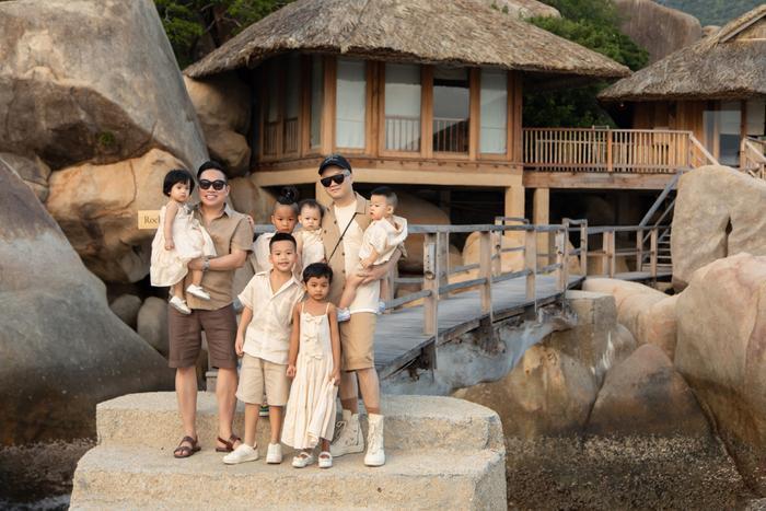 Gia đình NTK Đỗ Mạnh Cường ăn diện đồng điệu, tổ chức sinh nhật cho con gái trên bãi biển Ảnh 2