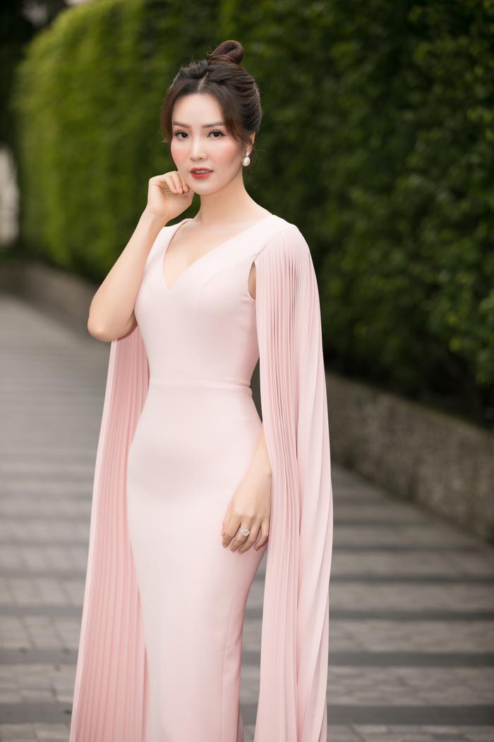 Tiểu Vy diện vest đẹp thanh lịch, giám khảo Đỗ Mỹ Linh - Thụy Vân sắc sảo tìm Tân Hoa hậu Việt Nam Ảnh 9