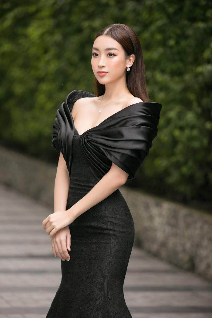 Tiểu Vy diện vest đẹp thanh lịch, giám khảo Đỗ Mỹ Linh - Thụy Vân sắc sảo tìm Tân Hoa hậu Việt Nam Ảnh 3